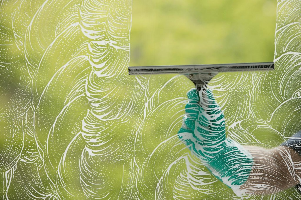 Ways-to-clean-the-window