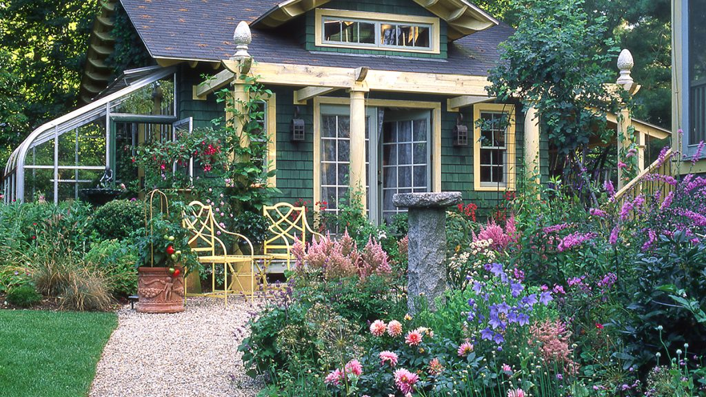 Garden Maintenance: 5 Tips to Keep Your Plants Beautiful